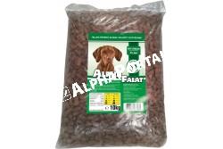 -Alpha Falat Bárányos 10kg  ALFA33  ALPHA FALAT BÁRÁNYOS 10KG  Teljes értékű száraz kutyaeledel normál aktivitású felnőtt kutyák részére bárányos ízesítéssel.  Az Alpha Falat etetésével a garantált minőségű nyersanyagok alkalmazásának köszönhetően kutyája egy kiválóan emészthető kellemes ízű szívesen fogyasztott táplálékhoz jut.  Szárazanyag min. 93% nyersfehérje min. 16% nyerszsír min. 6% nyersrost max. 1% kálcium min. 1% foszfor min. 0 60 nátrium minimum 0 40 A vitamin 2000 0 E/kg D vitamin 228 0 NE/kg E vitamin 60 0 mg/kg. Száraz hűvös helyen tárolandó.