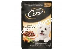 -Cesar alutasak ízletes csirke és zöldség ragu 100gr  AS37Y  Összetevők:  Hús és állati származékok (45%, ebből 4% csirke), Zöldségek (ebből 4% borsó és sárgarépa), Válogatott gabonafélék, Ásványi anyagok, Növényi eredetű származékok Analitikai összetevők: Fehérje 8%, zsír 5,5%, szervetlen anyag 2,3%, nyersrost 0,5%, nedvesség 81%.  Tápértékkel rendelkező adalékanyagok: D3-vitamin 150 NE, kálcium-jodát (vízmentes) 0,39 mg, réz-szulfát pentahidrát 4,1 mg, vas-szulfát monohidrát 10mg, mangán-szulfát monohidrát 5,6  mg, cink-szulfát monohidrát 44,5 mg.  Etetési útmutató: Súly: 5 kg; Alutasakos eledel/nap: 3?; Vegyes etetés: 2 alutasakos + 40 g szárazeledel; kcal: 320 Súly: 7 kg; Alutasakos eledel/nap: 4?, Vegyes etetés: 2 alutasakos + 65 g szárazelefel; kcal: 410 Súly: 10 kg; Alutasakos eledel/nap: 6; Vegyes etetés: 2 alutasakos + 100 g szárazeledel; kcal 535  Etesse kedvencét vegyesen nedves és szárazeledellel.  Étrendváltáskor érdemes bizonyos átállási időt hagyni, hogy kedvence alkalmazkodjon az új eledelhez Az etetési mennyiség kialakításakor vegye figyelembe kutyája igényét. Vizet is adjon a kutyának; az ételt szobahőmérsékleten kínálja, a felesleget hűtse le.